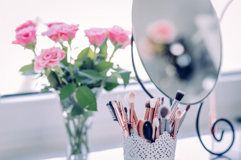makeup-2589040.jpg